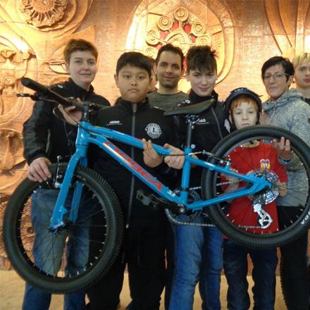 Fahrrad-Spende macht Teilnahme an Special Olympics Landesspielen möglich